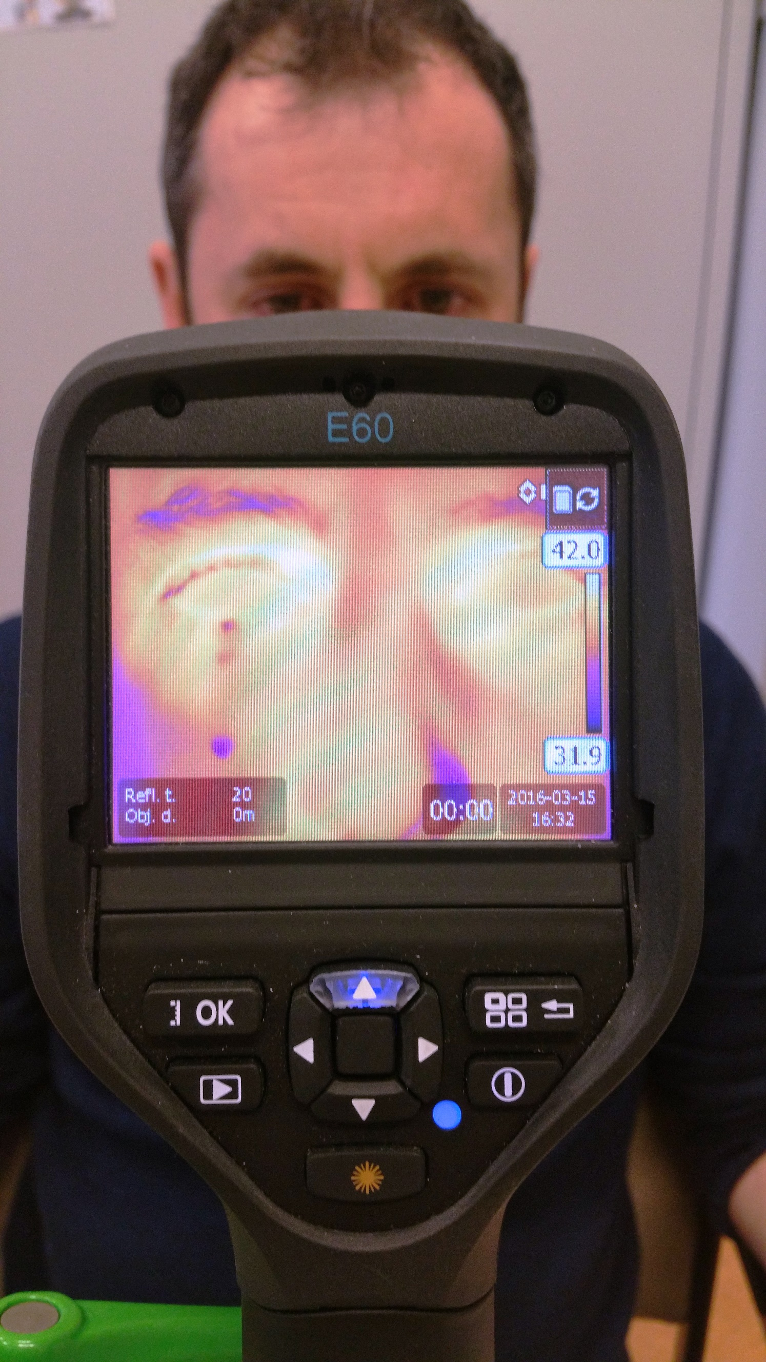 Asmir with induced tear as filmed with Flir thermal imaging camera